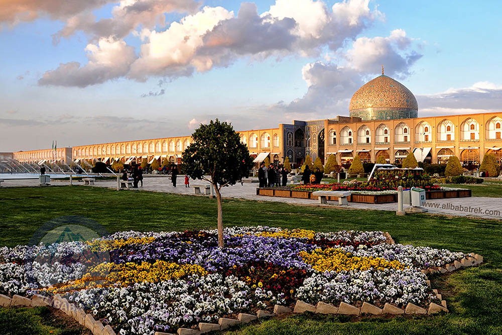 Persia travel Naqsh-e Jahan Square, situated at the center of Isfahan