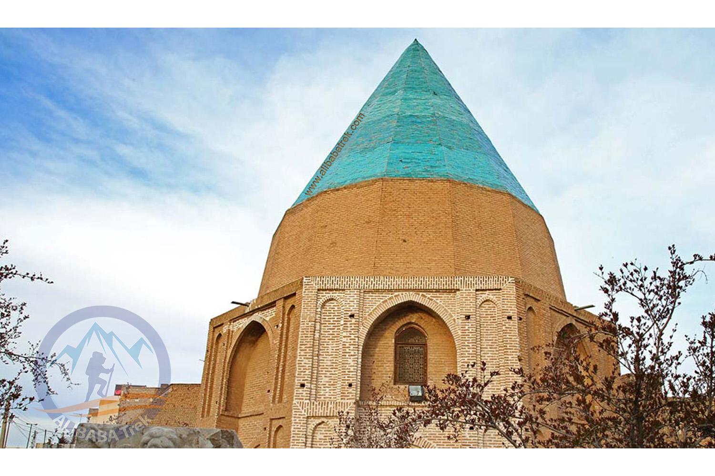 Gonbad Sabz Garden (also called Tombs of Gonbad Sabz Garden ) is located in Qom , Iran.