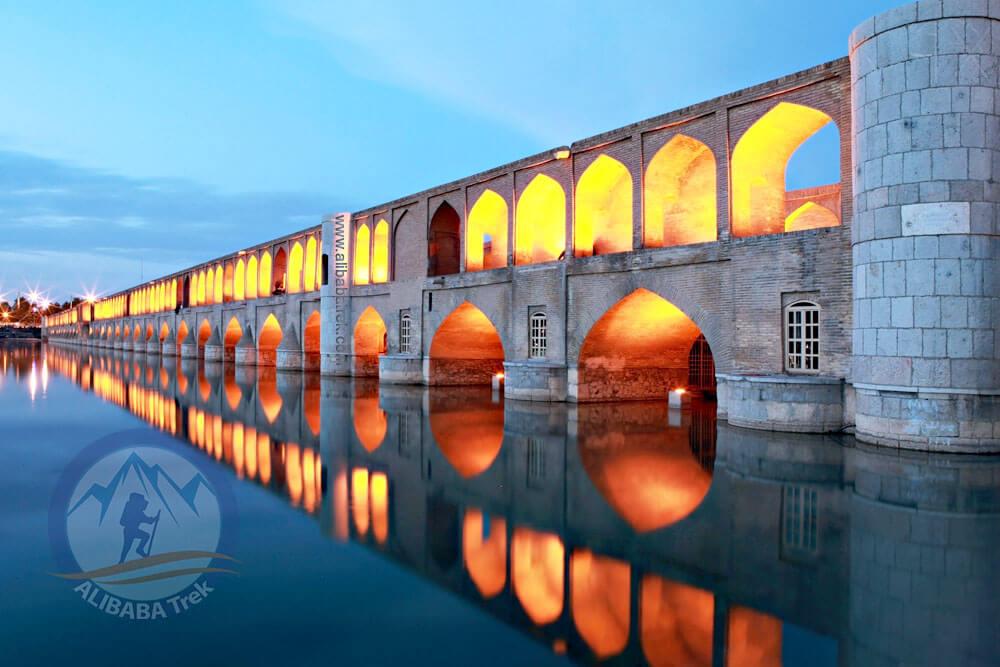 Alibabatrek Iran Travel visit iran tour Travel to Isfahan sightseeing Trip to Isfahan city tour tourism isfahan tourist attraction Si-o-se-pol