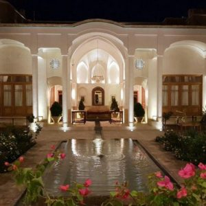 Alibabatrek iran travel visit iran tour iran hotel booking iran hotels hostel iran Kashan hotels cheap hotels in Kashan hostels Saraye Darbe Bagh Traditional house Kashan