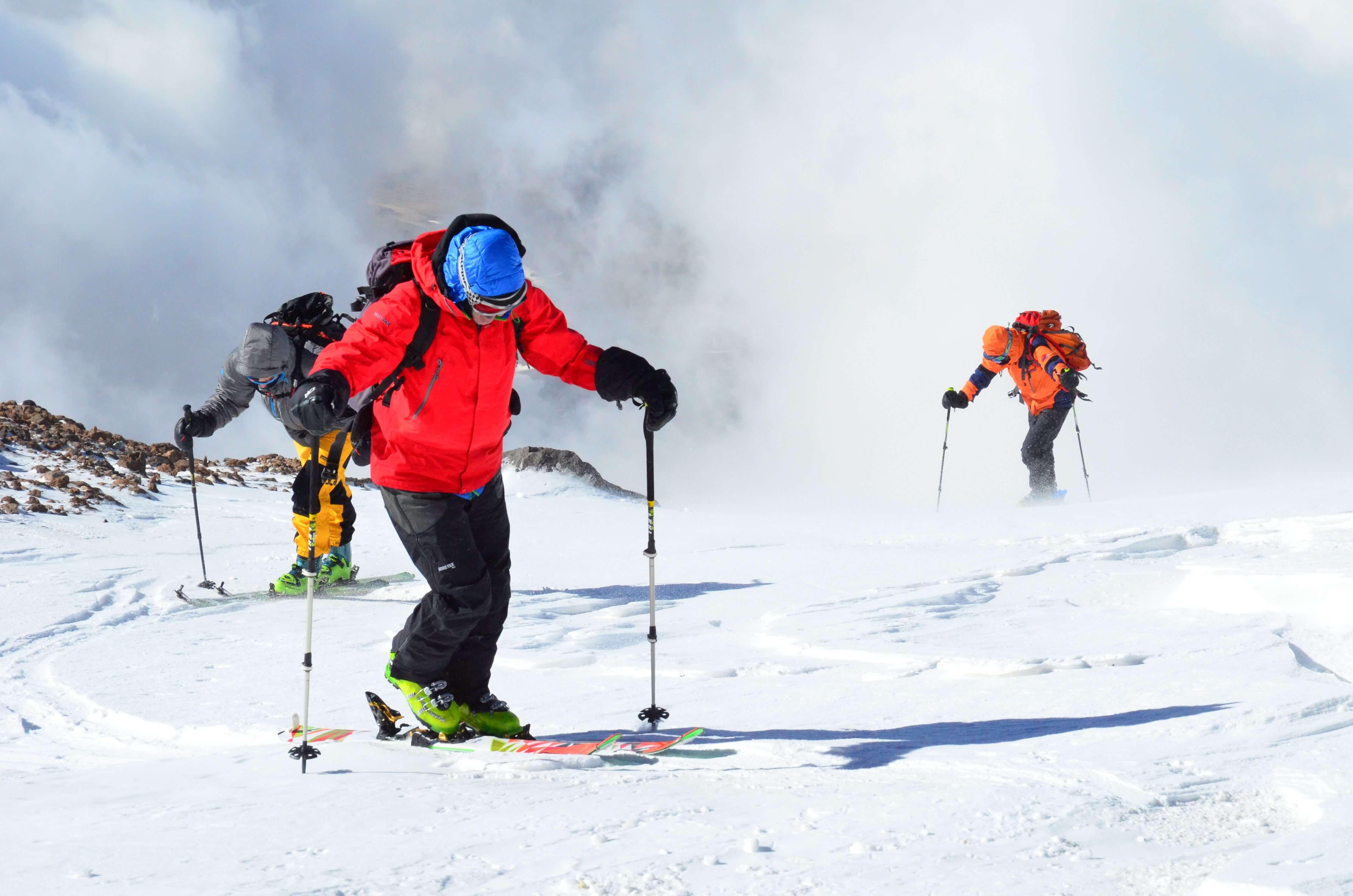 Alibabatrek iran travel visit iran tour packages iran ski touring skiing in iran iran ski tour Iran ski resort iran ski package holidays iran snowboarding (2)