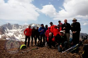 Summit of mount Lashgarak (4250m), Alamkooh at the back of the team!