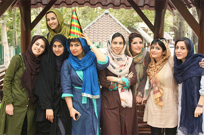 Alibabatrek iran tour packages Iran dress code Iranian way of dressing Iran traditional clothing Dress code in Iran Iran women dress code Iran travel