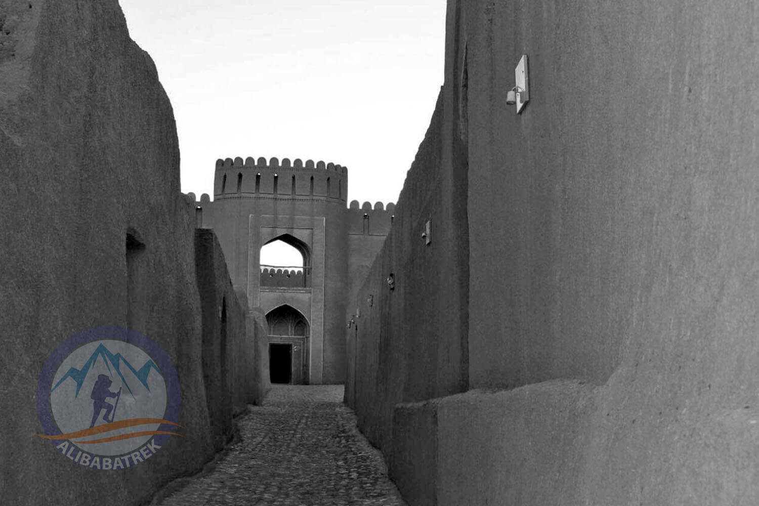 Alibabatrek iran tour packages Tour in iran Persia tour Iran cultural tour Rayen Castle1