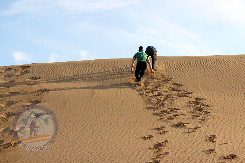 Alibabatrek Iran central desert trekking tour maranjab desert