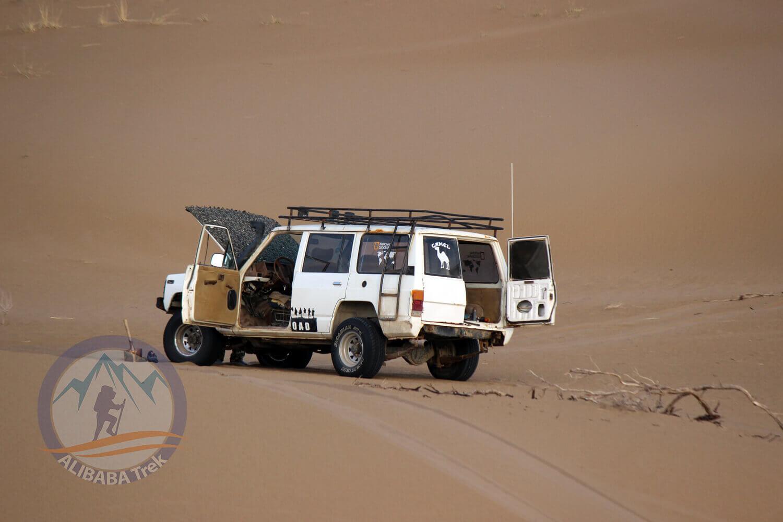 Alibabatrek Iran central desert trekking tour maranjab desert2