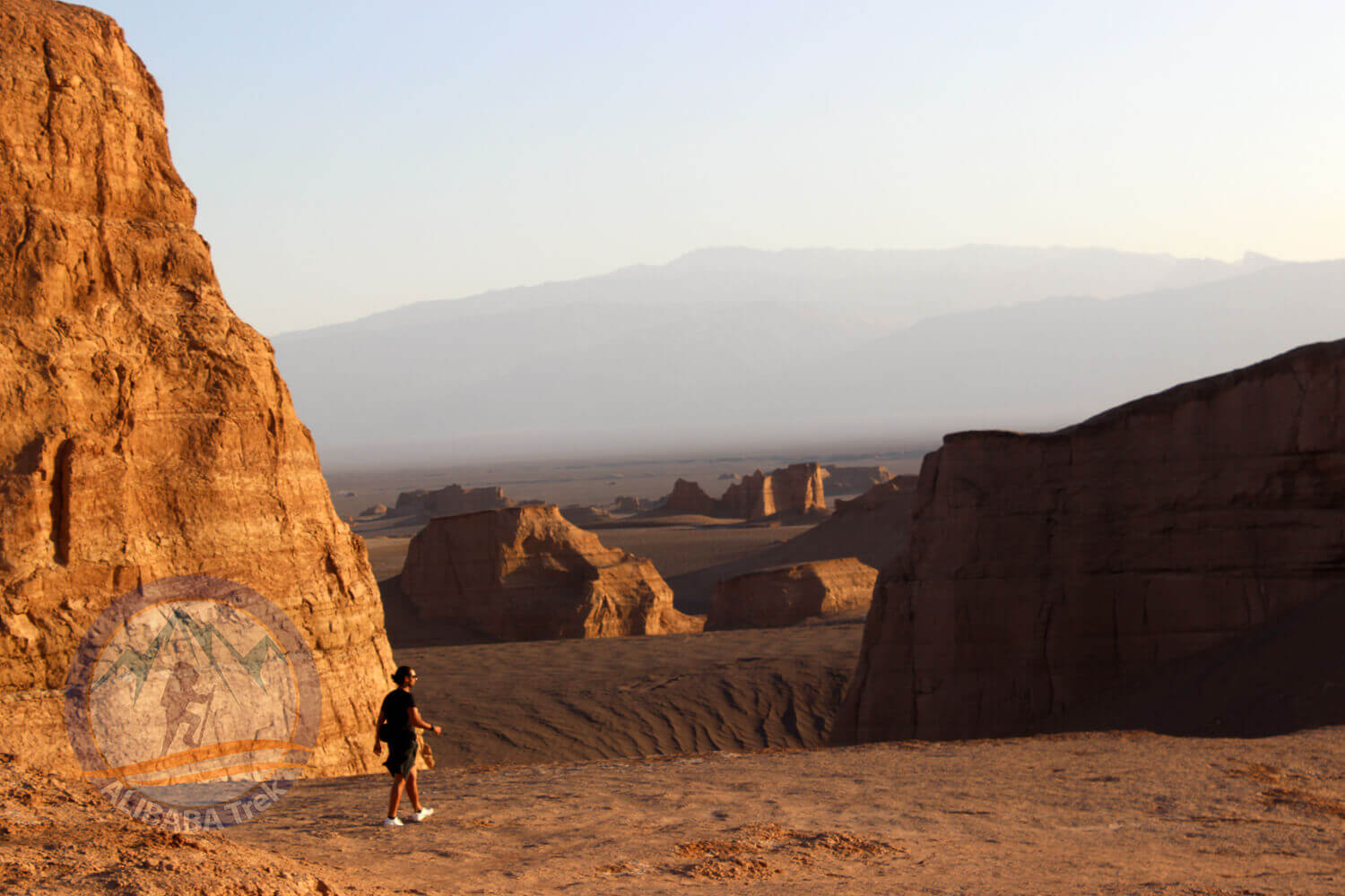 Alibabatrek iran deserts and culture tour desert 3